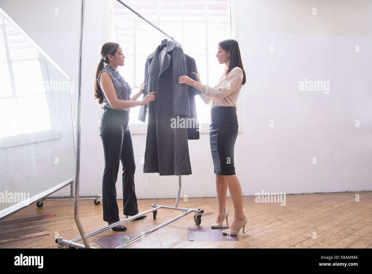Le choix d'affaires vêtements intelligents de tringle Photo Stock