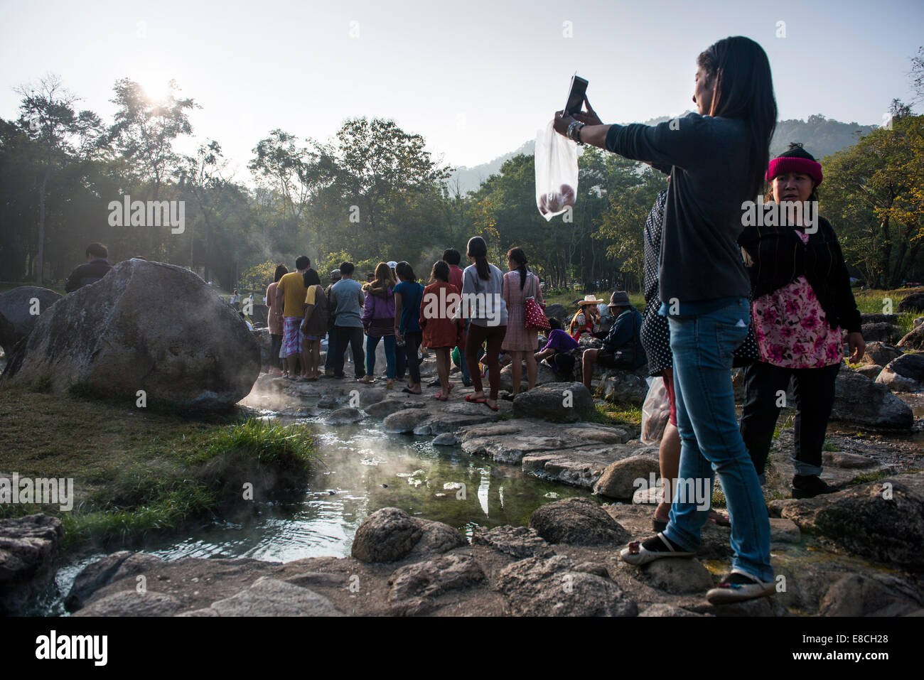 Prendre femme tourisme self portrait at Cheson Hot spring , Lampang, Thaïlande Photo Stock