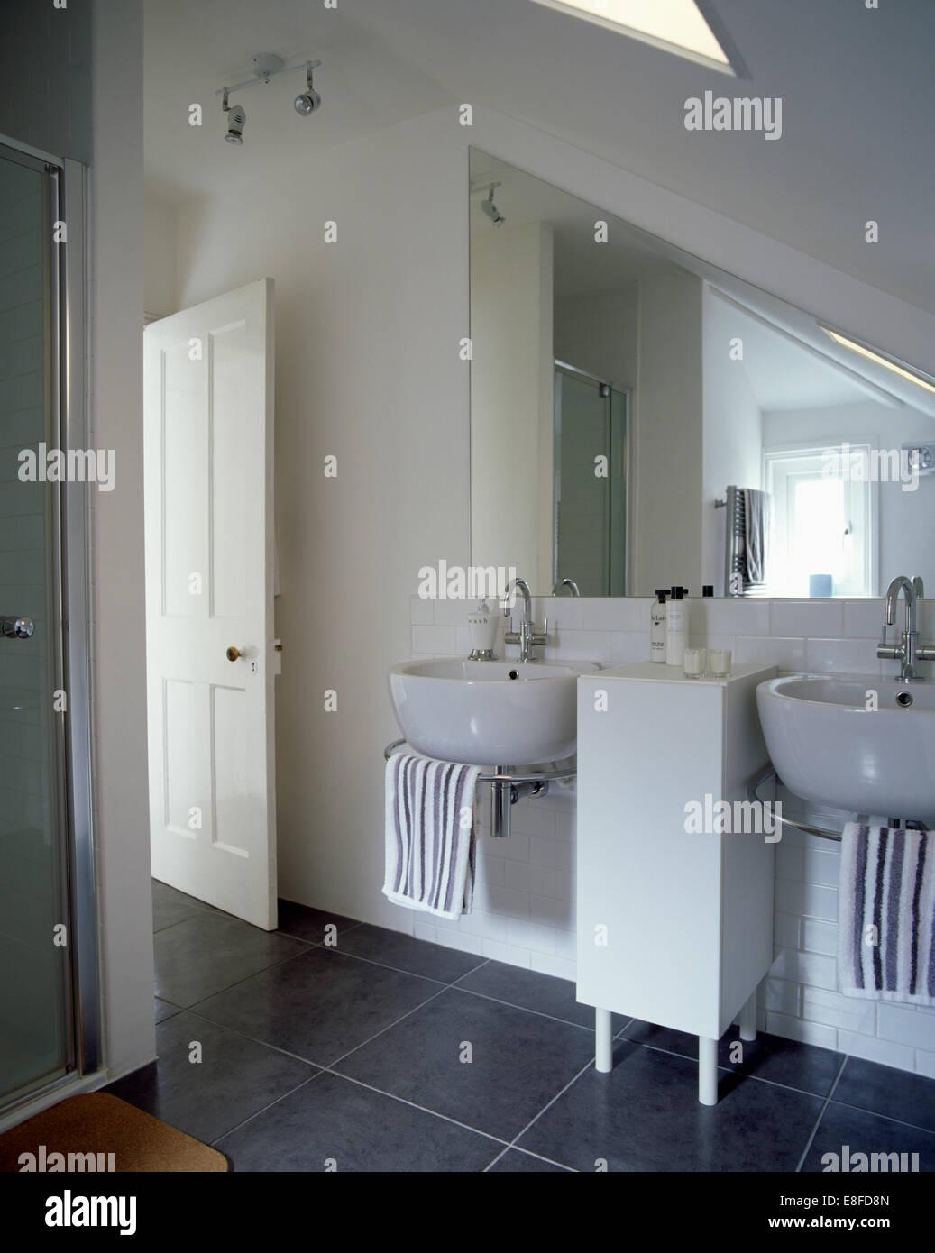 Ci-dessous deux vasques en miroir triangulaire blanc moderne de ...