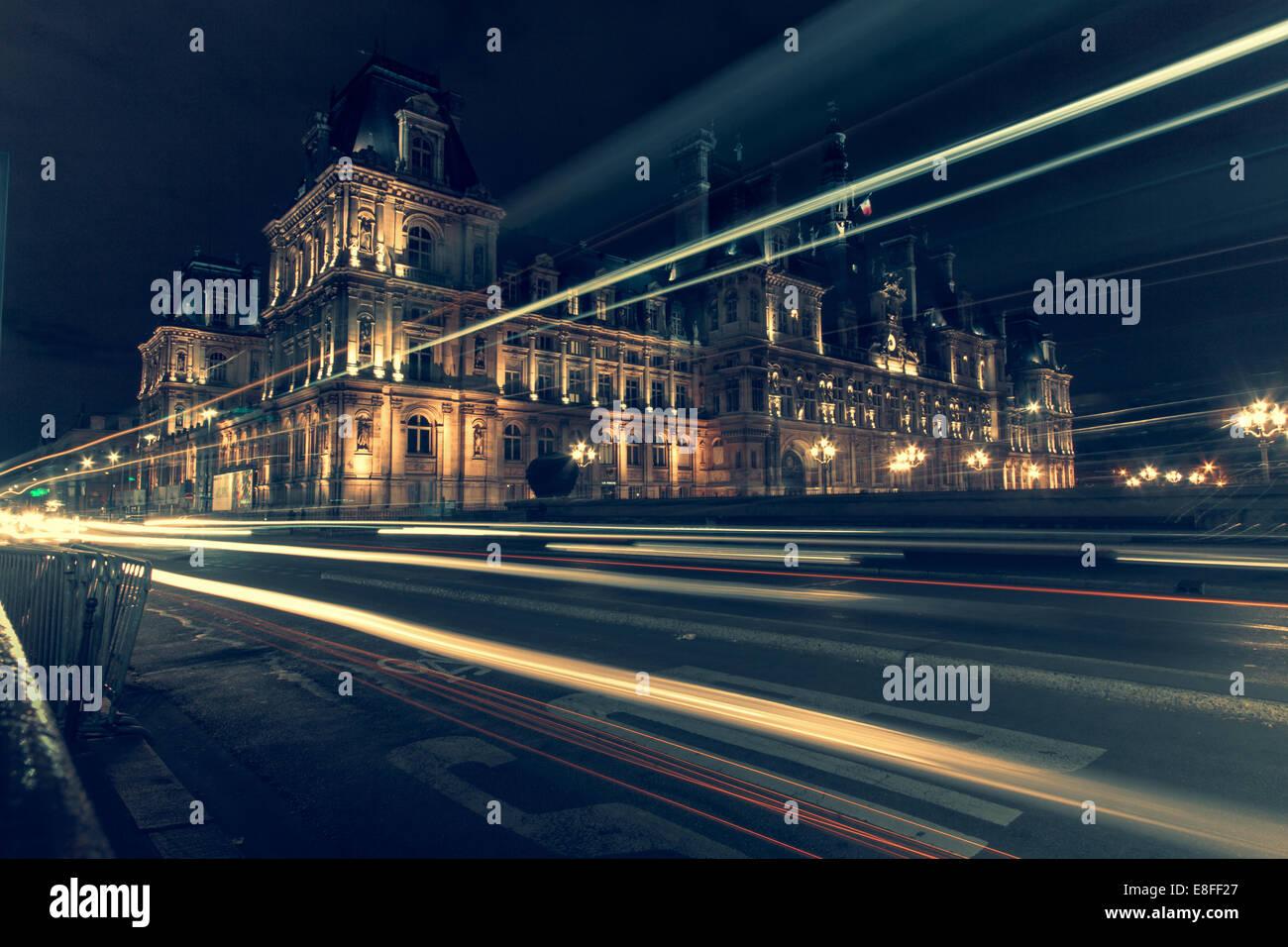 Les sentiers à travers la lumière ville de nuit, Paris, France Photo Stock