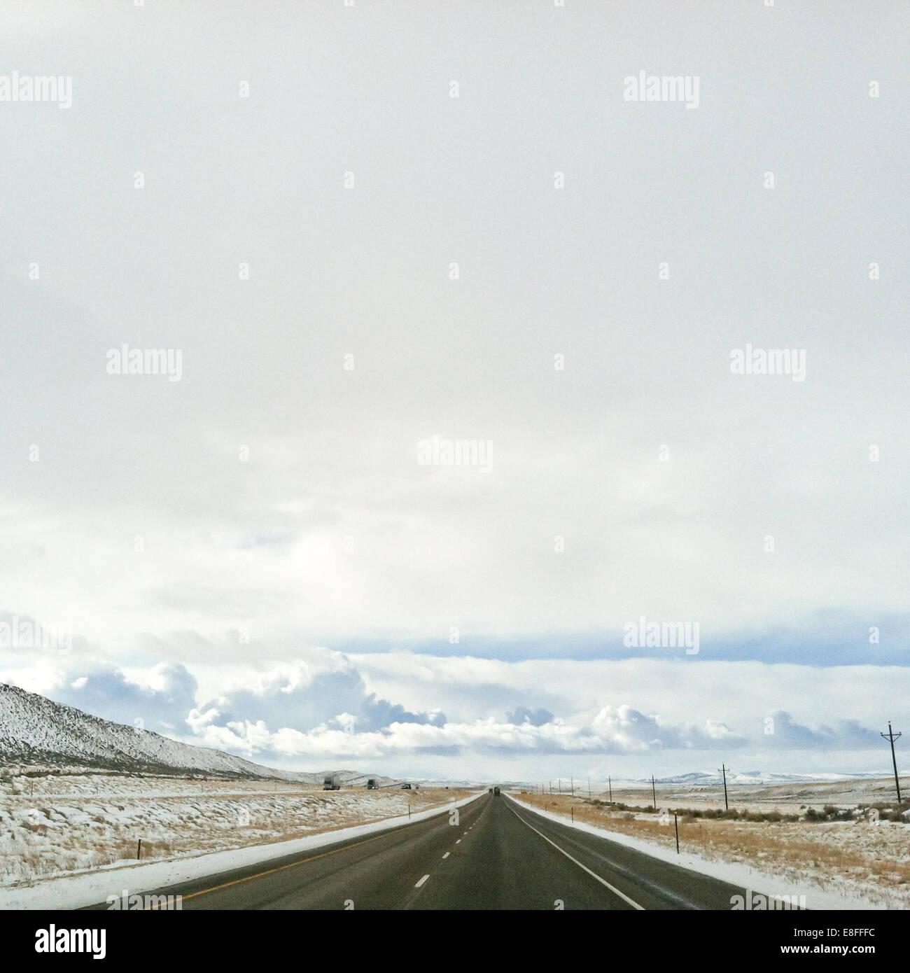 Route droite vide, l'Amérique, USA Photo Stock