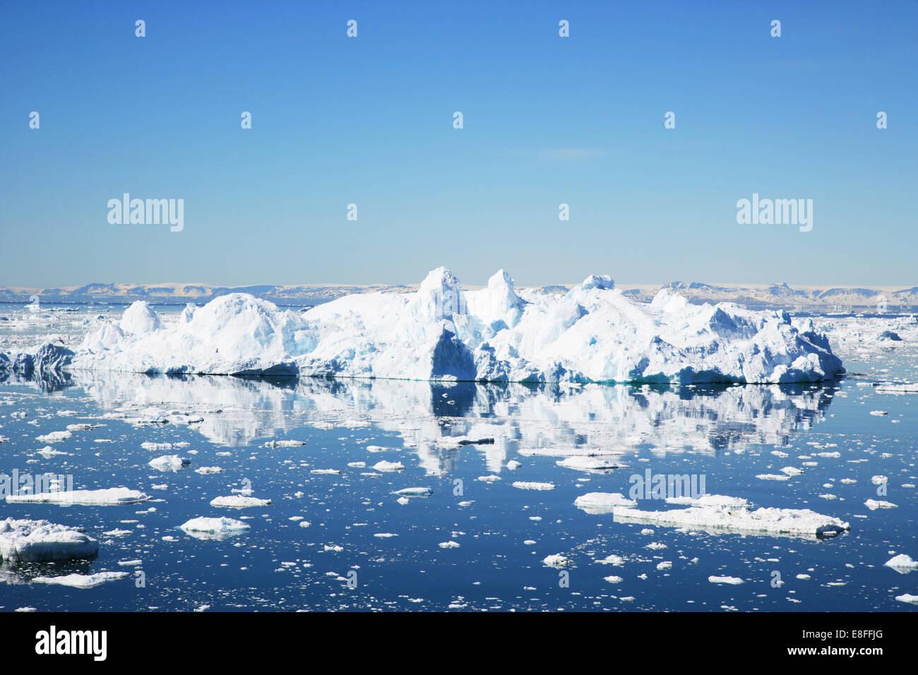 Icebergs flottant dans la baie de Disko, Ilulissat, Groenland Banque D'Images