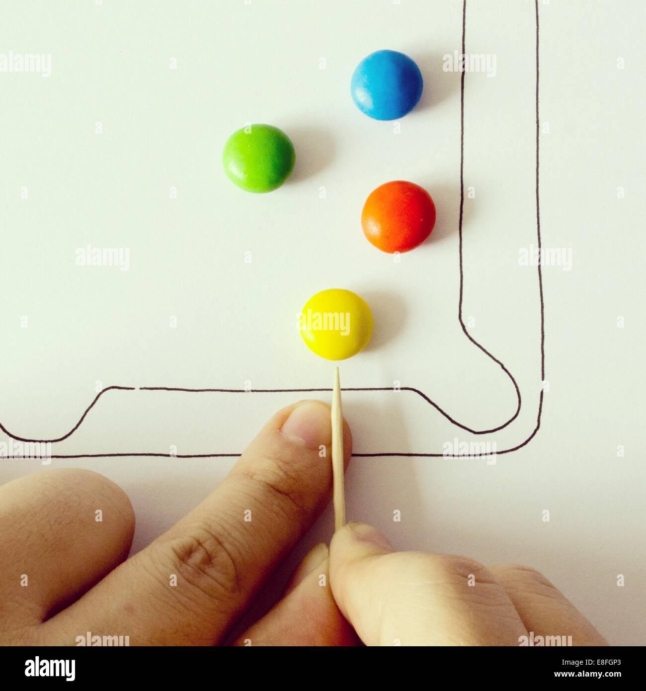 Illustration de jeu Piscine avec bonbons colorés Photo Stock