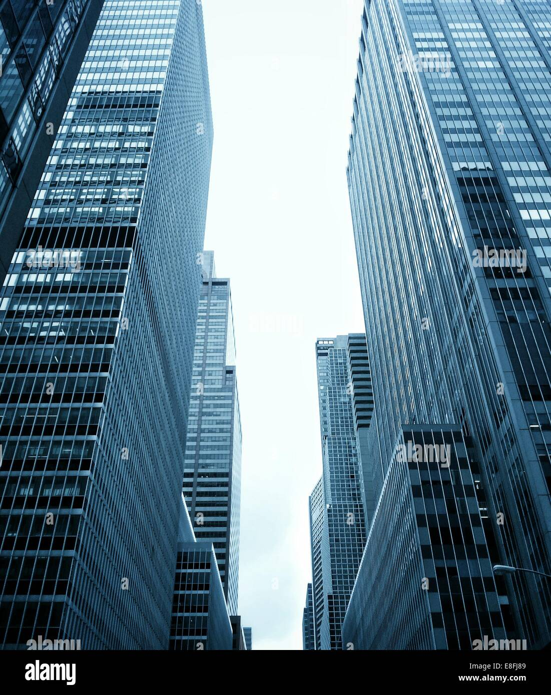 Low angle view of Skyscrapers, Midtown, Manhattan, New York, Amérique, USA Photo Stock