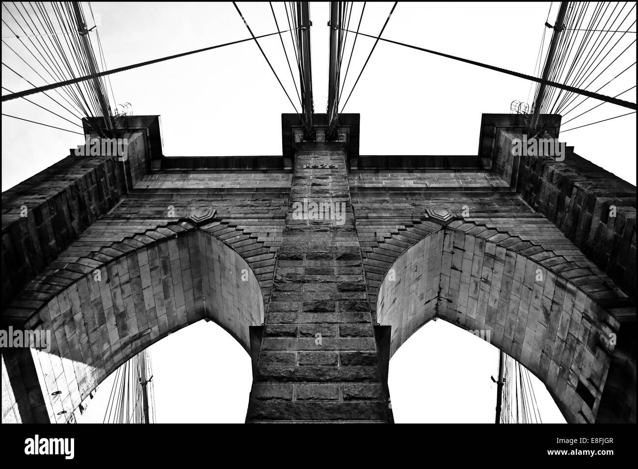 USA, New York City, Lower East Side, une partie du pont de Brooklyn, vu d'en bas Photo Stock