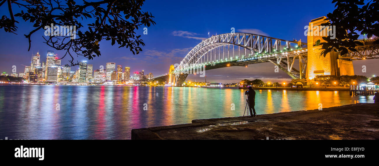 L'Australie, New South Wales, Sydney, éclairé cityscape at Twilight Photo Stock