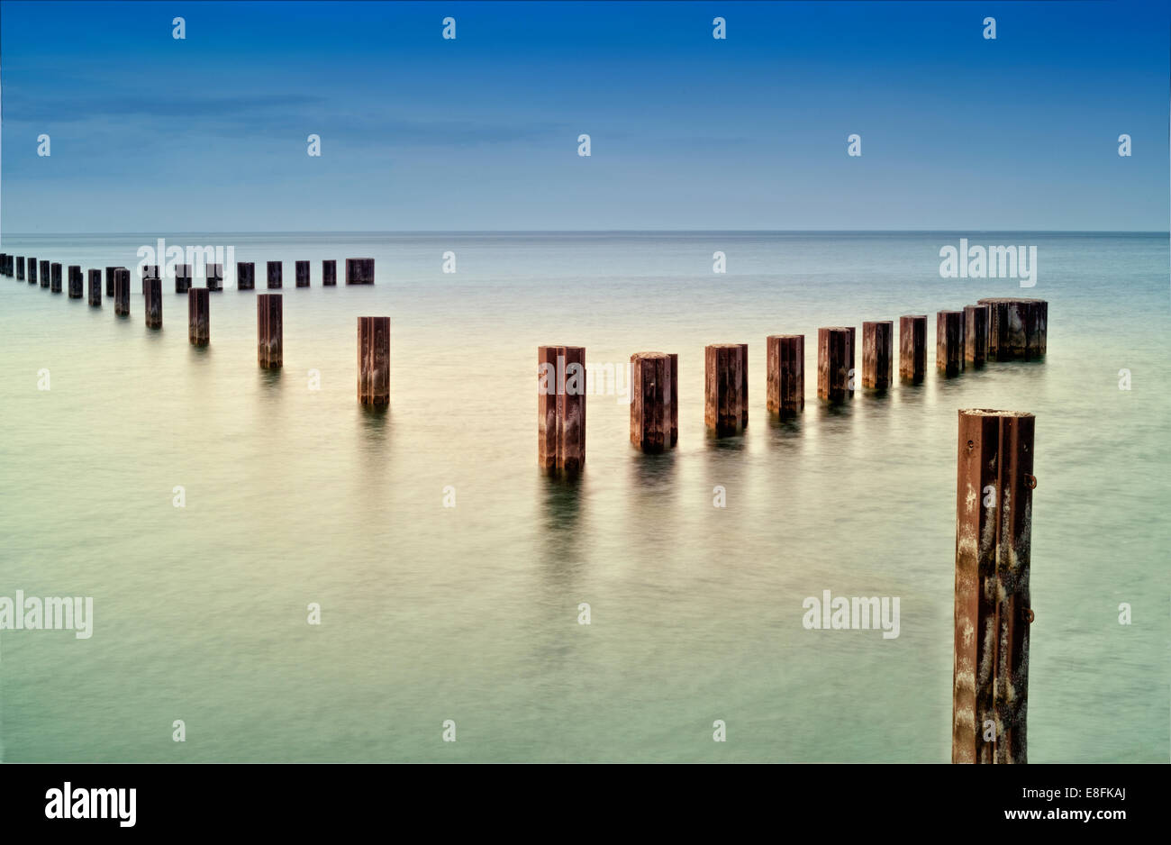 États-unis, Illinois, Chicago, comté de Cook, tiges de métal dans le lac Michigan Photo Stock