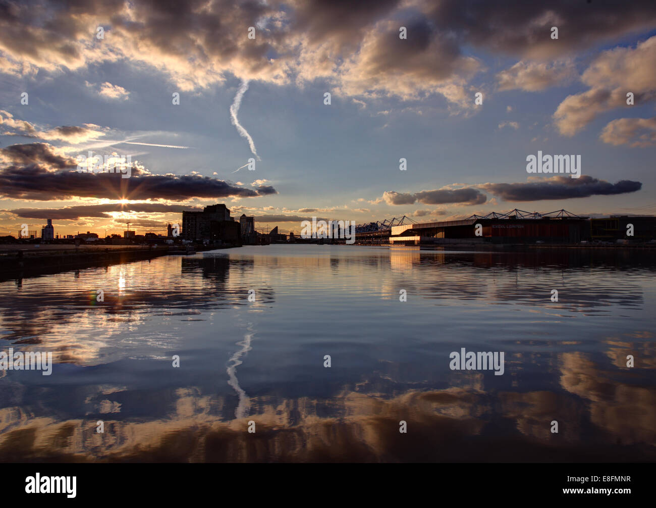 Royaume-uni, Angleterre, Londres, Royal Victoria Docks à Canary Wharf Photo Stock