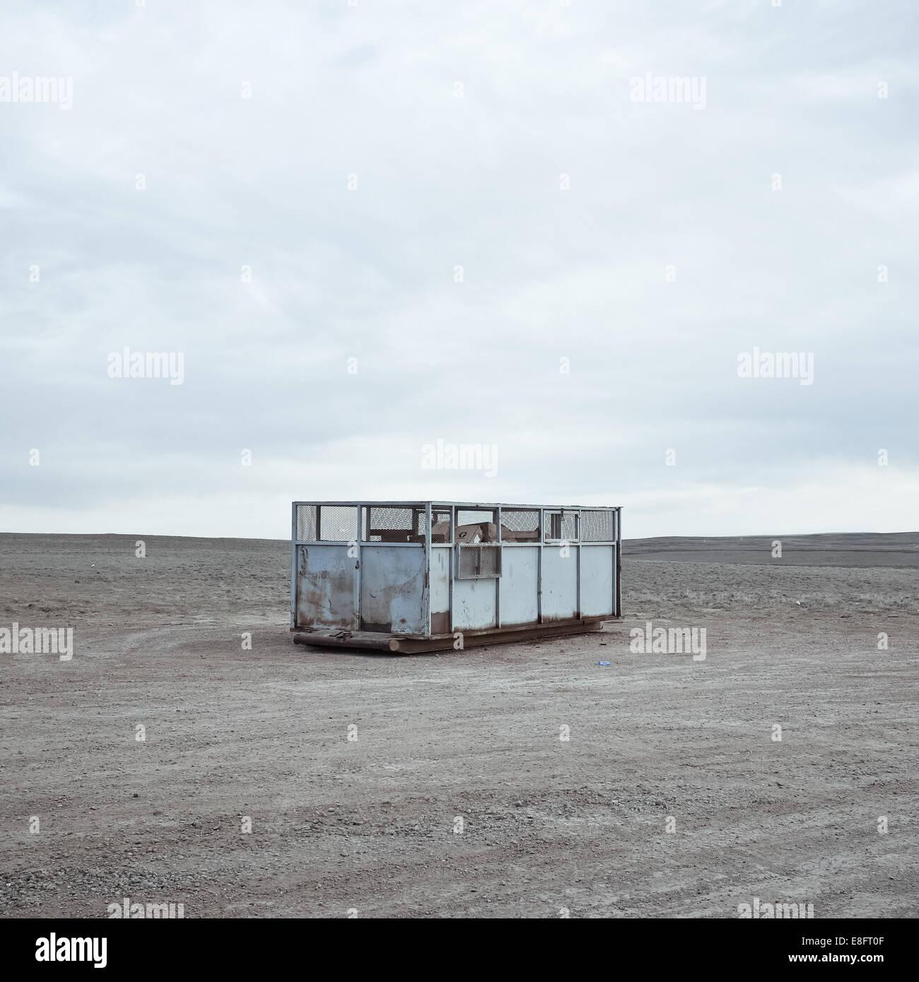 USA, Wyoming, des conteneurs à déchets sur prairie Photo Stock