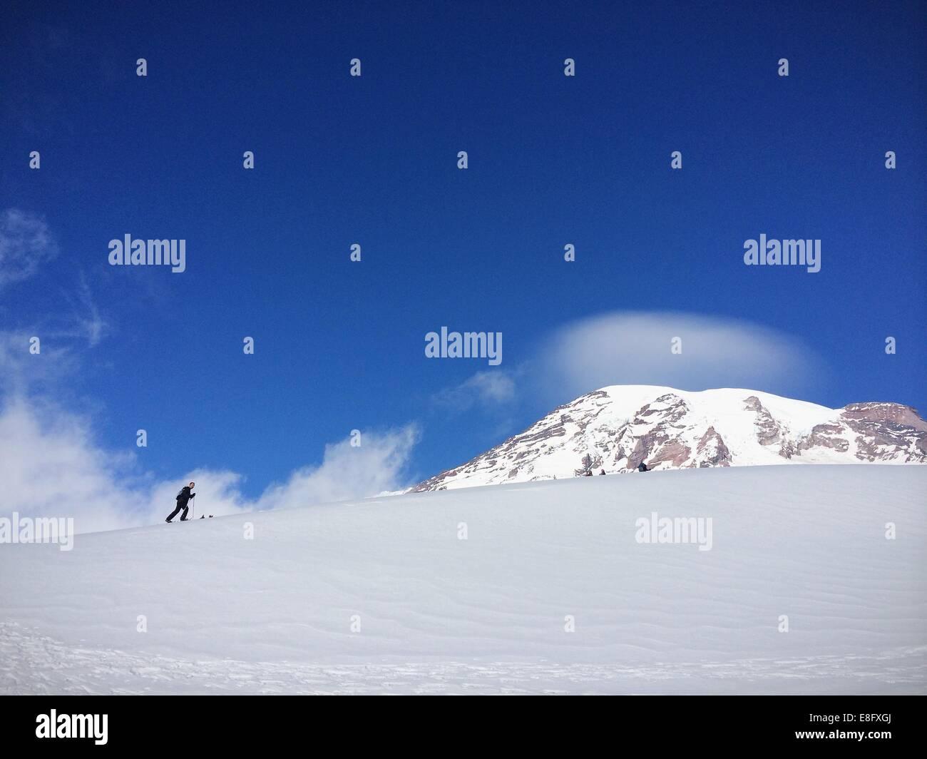 USA, Washington, le Comté de Pierce, la raquette au mont Rainier Photo Stock