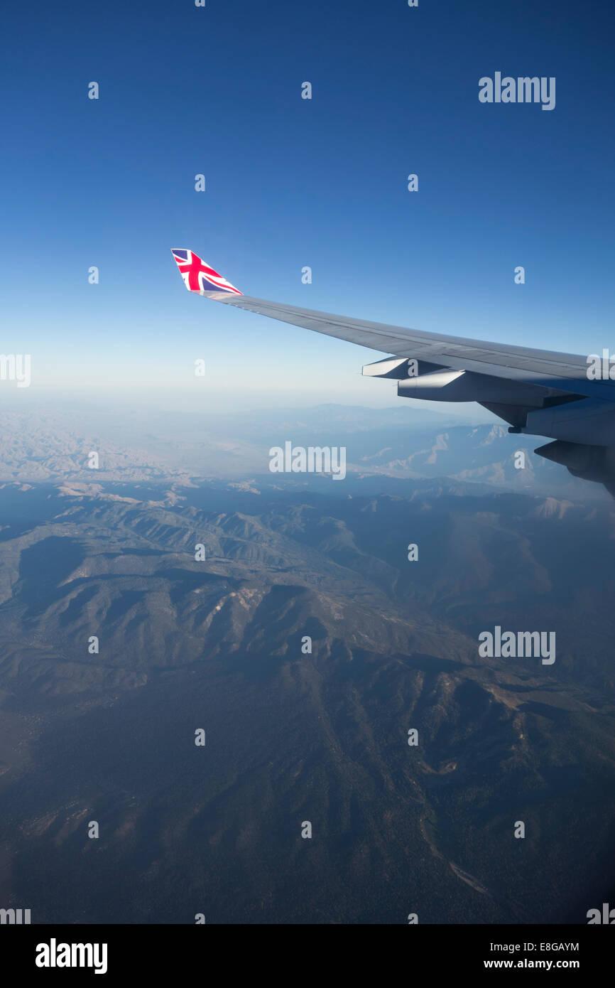 Vue aérienne de l'Union Jack Flag sur l'extrémité d'aile de Virgin Airlines vol au dessus de la Californie United States Banque D'Images
