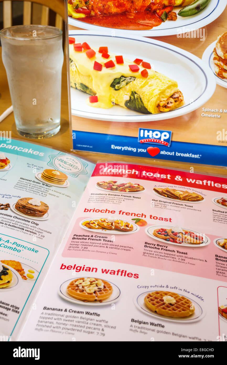 Naples Florida IHOP Restaurant menu intérieur petit-déjeuner pain doré gaufres Photo Stock