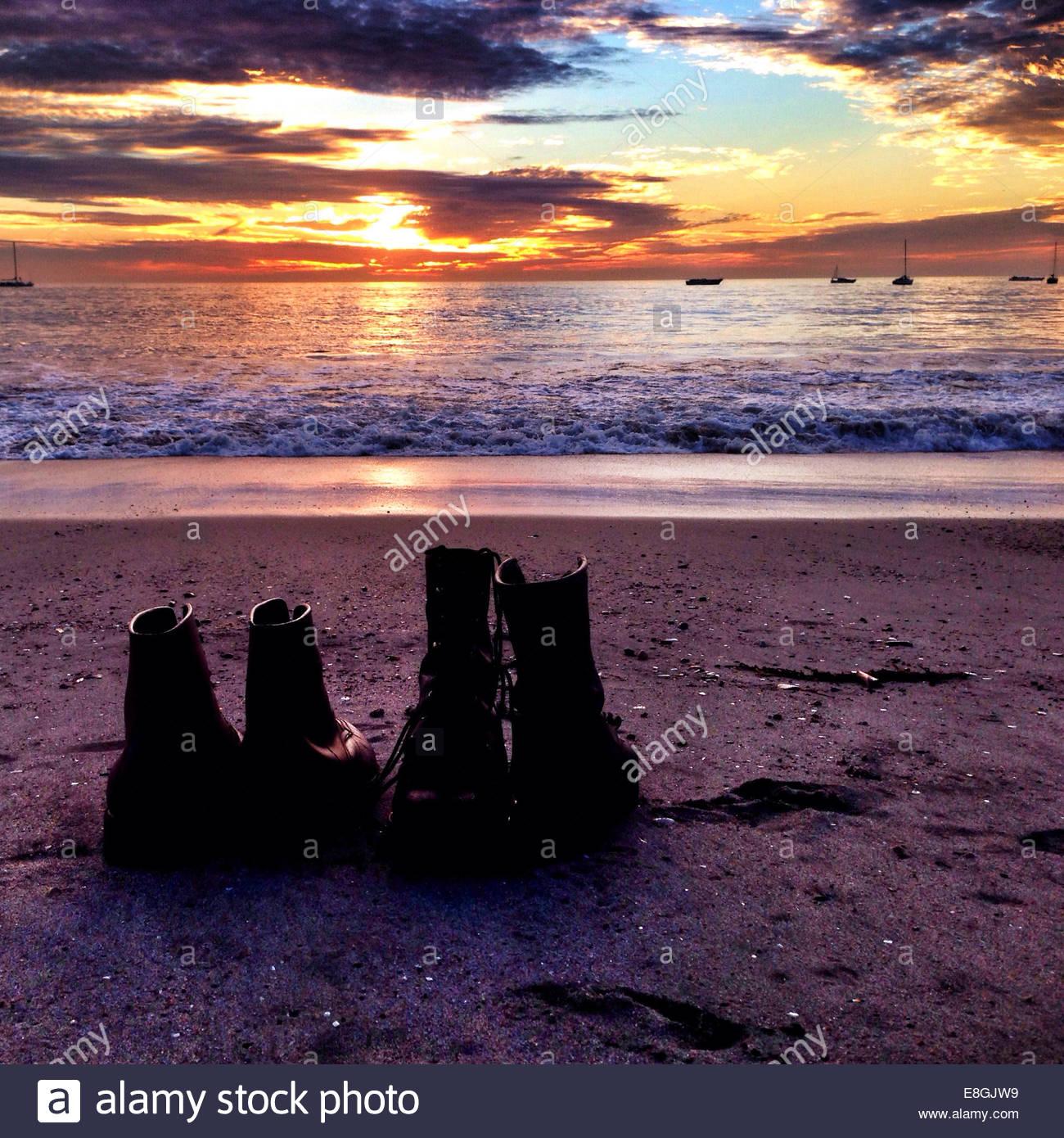 Chaussures sur la plage Photo Stock