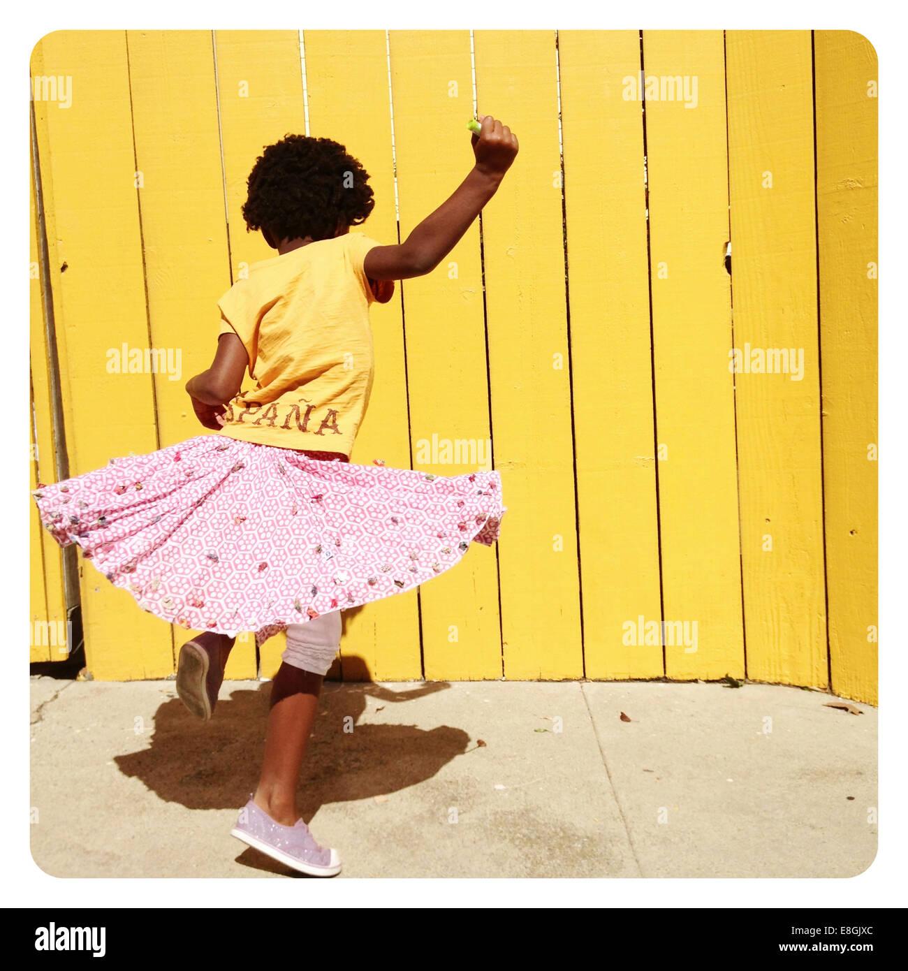 Fille tourner autour de la danse Photo Stock