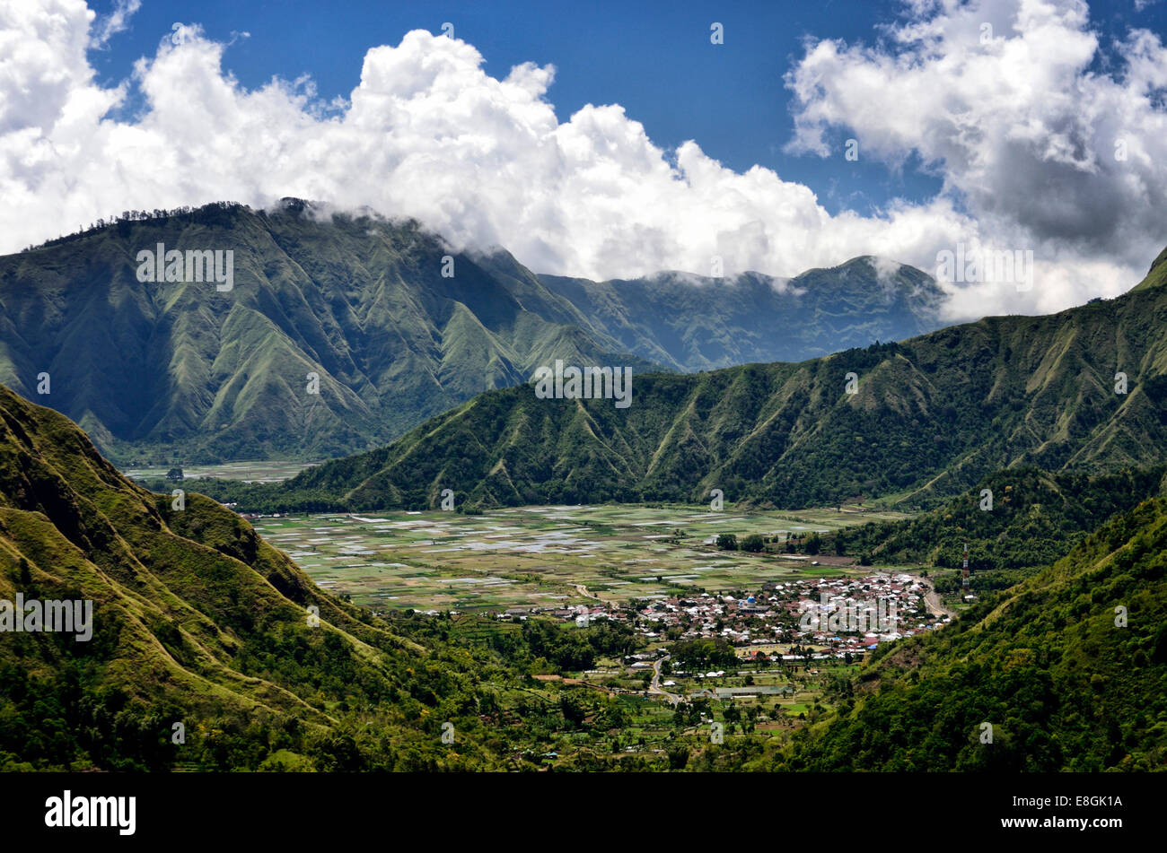 L'Indonésie, Nusa Tenggara Ouest, Sandubaya, Elevated view de Sembalun village Photo Stock