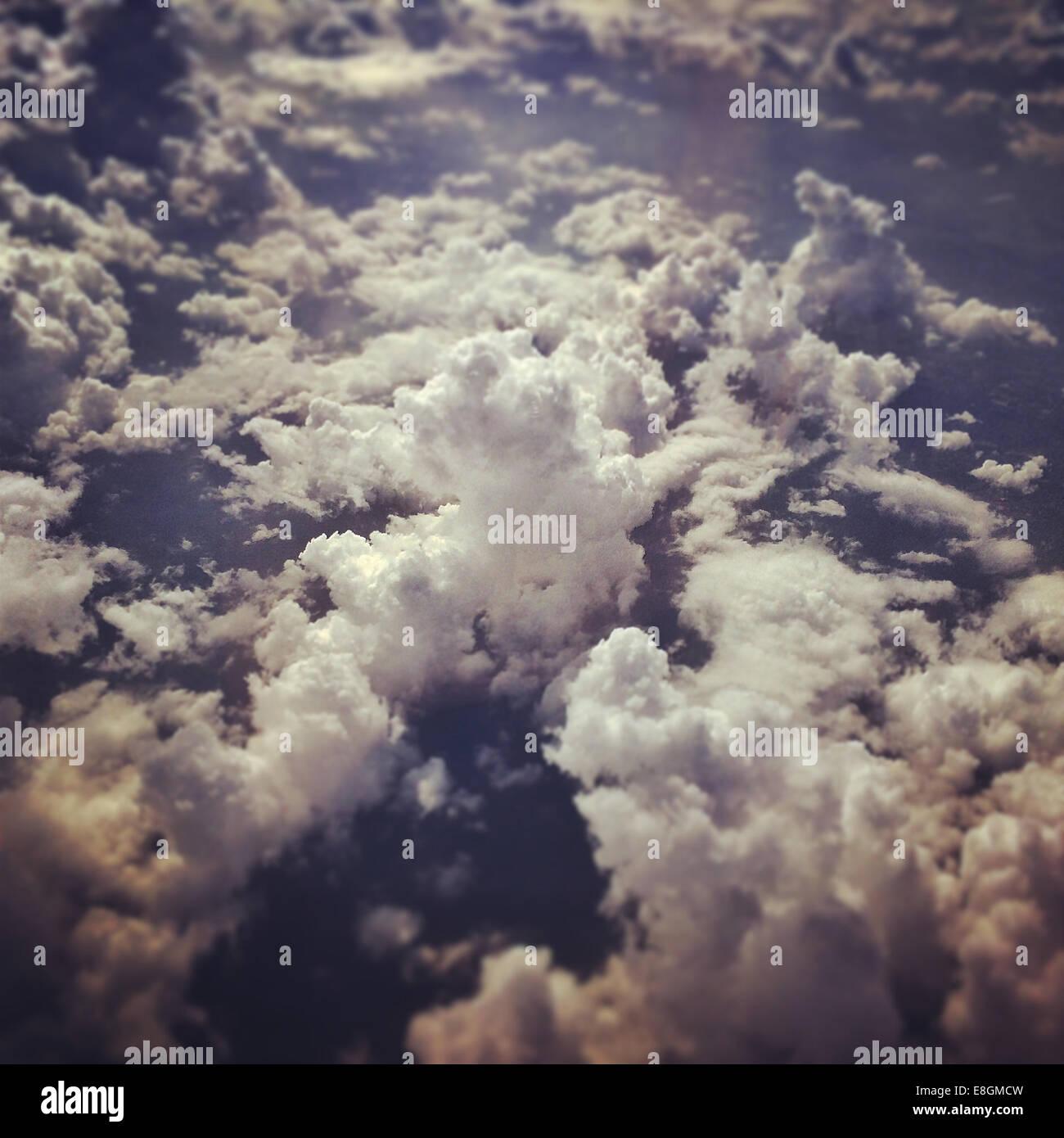 Ciel nuageux d'avion Banque D'Images
