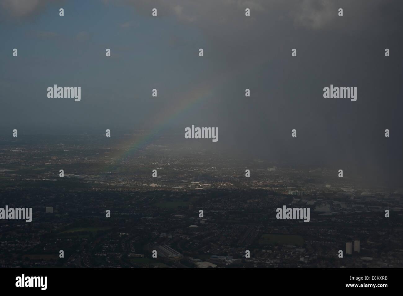Londres, Angleterre, Royaume-Uni, 09 octobre 2014. Météo France: la pluie et arc-en-ciel au-dessus de Londres. Banque D'Images