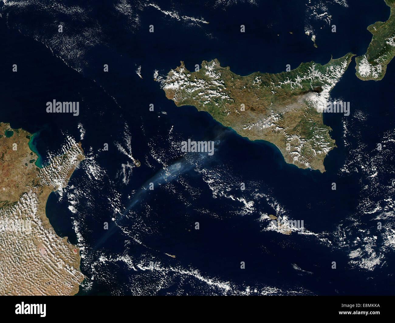 Le 26 octobre 2013 - Plume de Mt. L'Etna en Sicile. Photo Stock