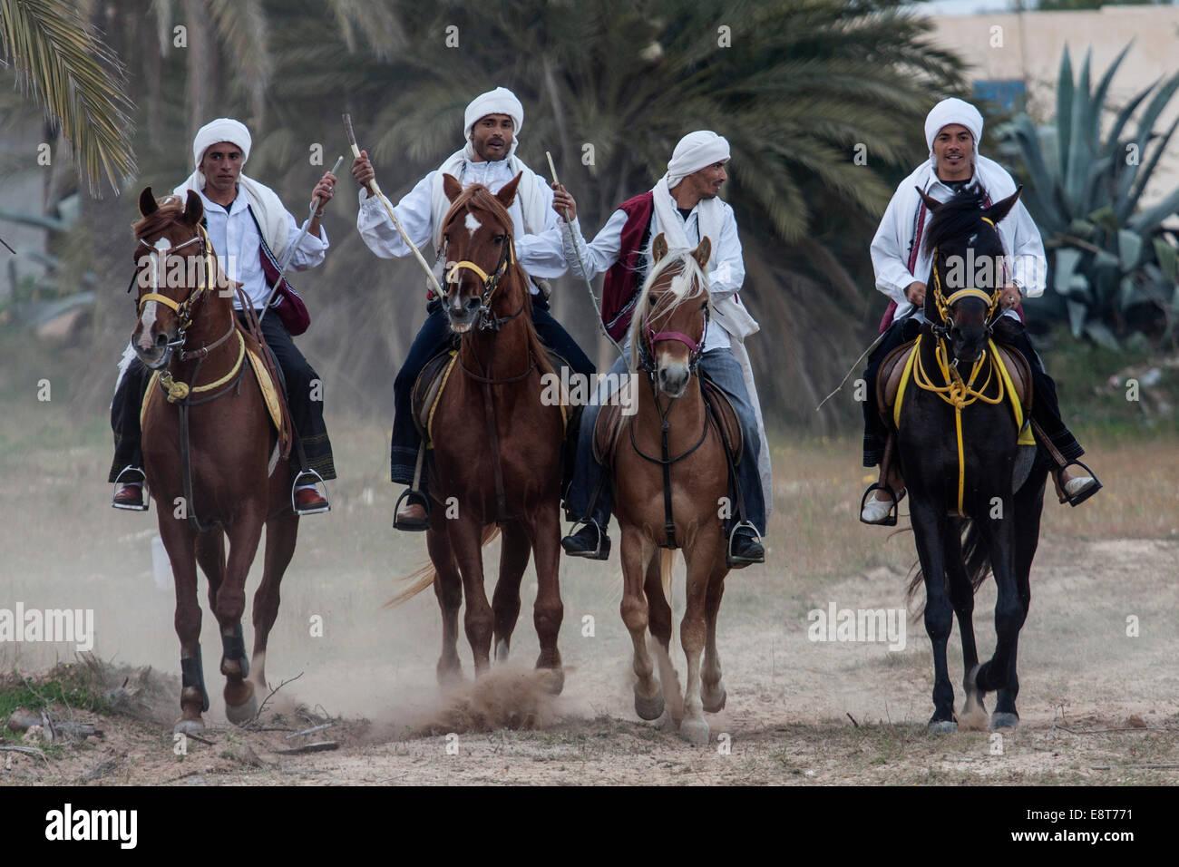 Jeux équestres, Fantasia, Midoun, Djerba, Tunisie Photo Stock