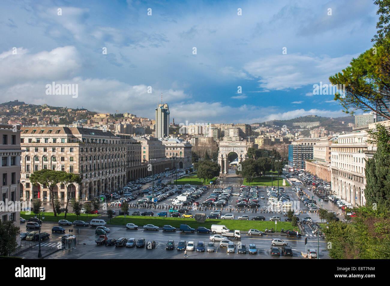 De Triomphe, de l'architecture en italien le fascisme sous Mussolini, Piazza della Vittoria, Gênes, ligurie, Photo Stock