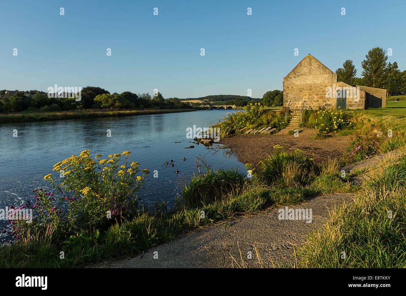 Sur le fleuve Dee saumon Bothy Photo Stock