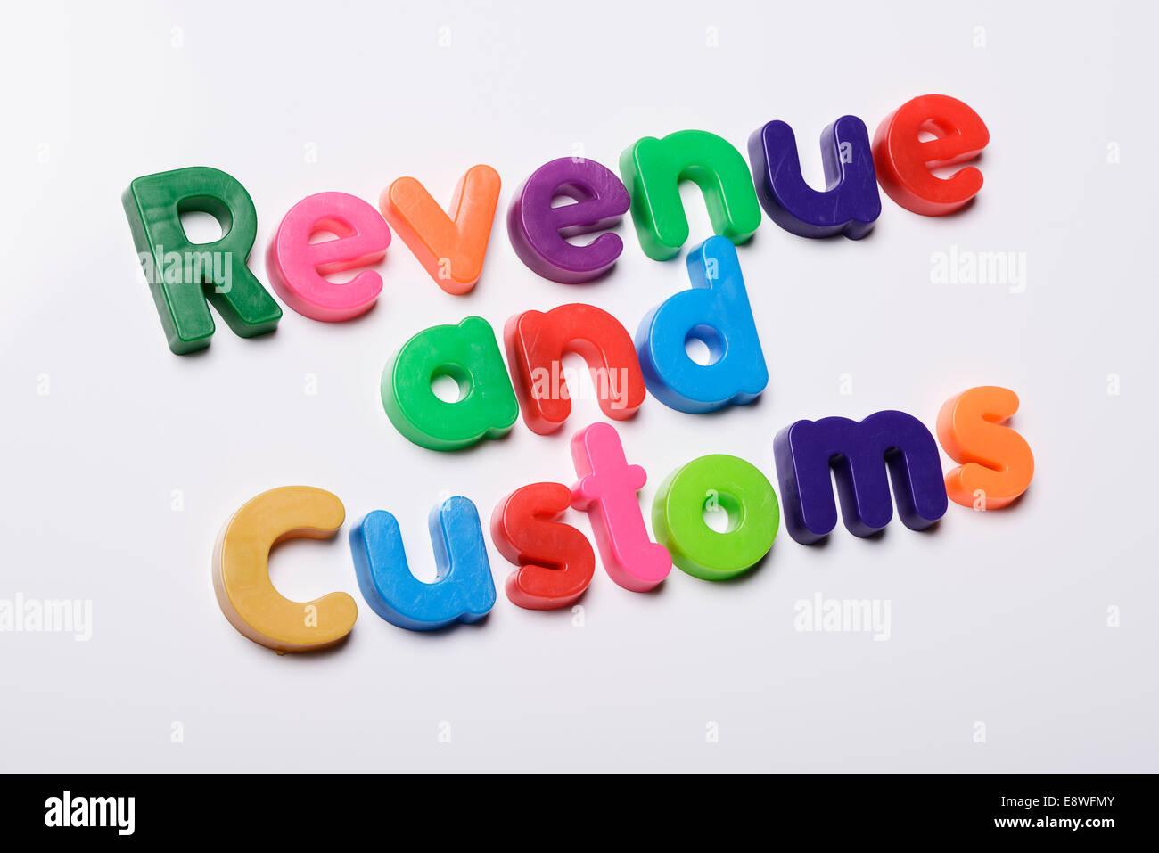 Revenue and Customs faits de lettres d''un réfrigérateur magnétique Photo Stock