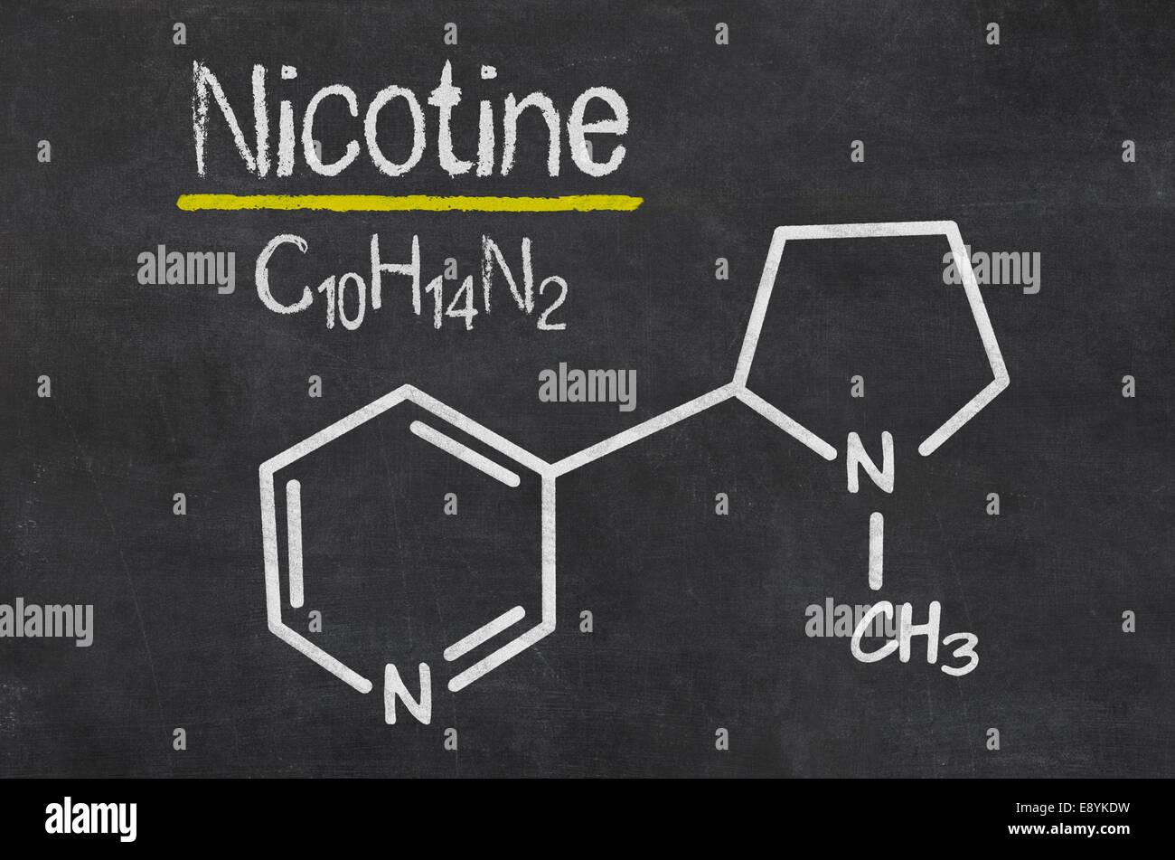 Tableau Noir Avec La Formule Chimique De La Nicotine Photo Stock Alamy