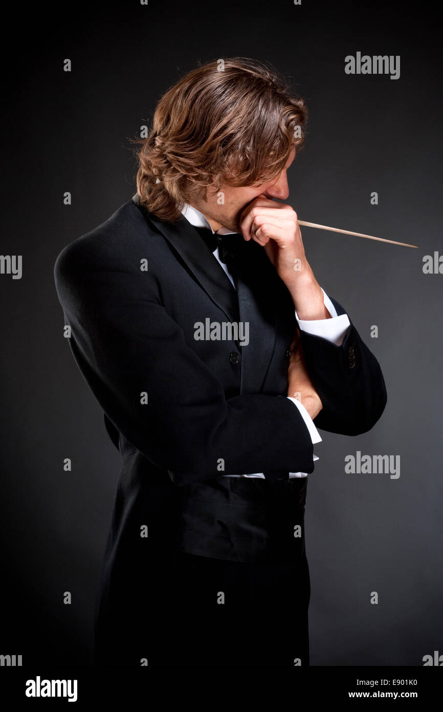 Jeune Chef tenant une pensée Baton Photo Stock
