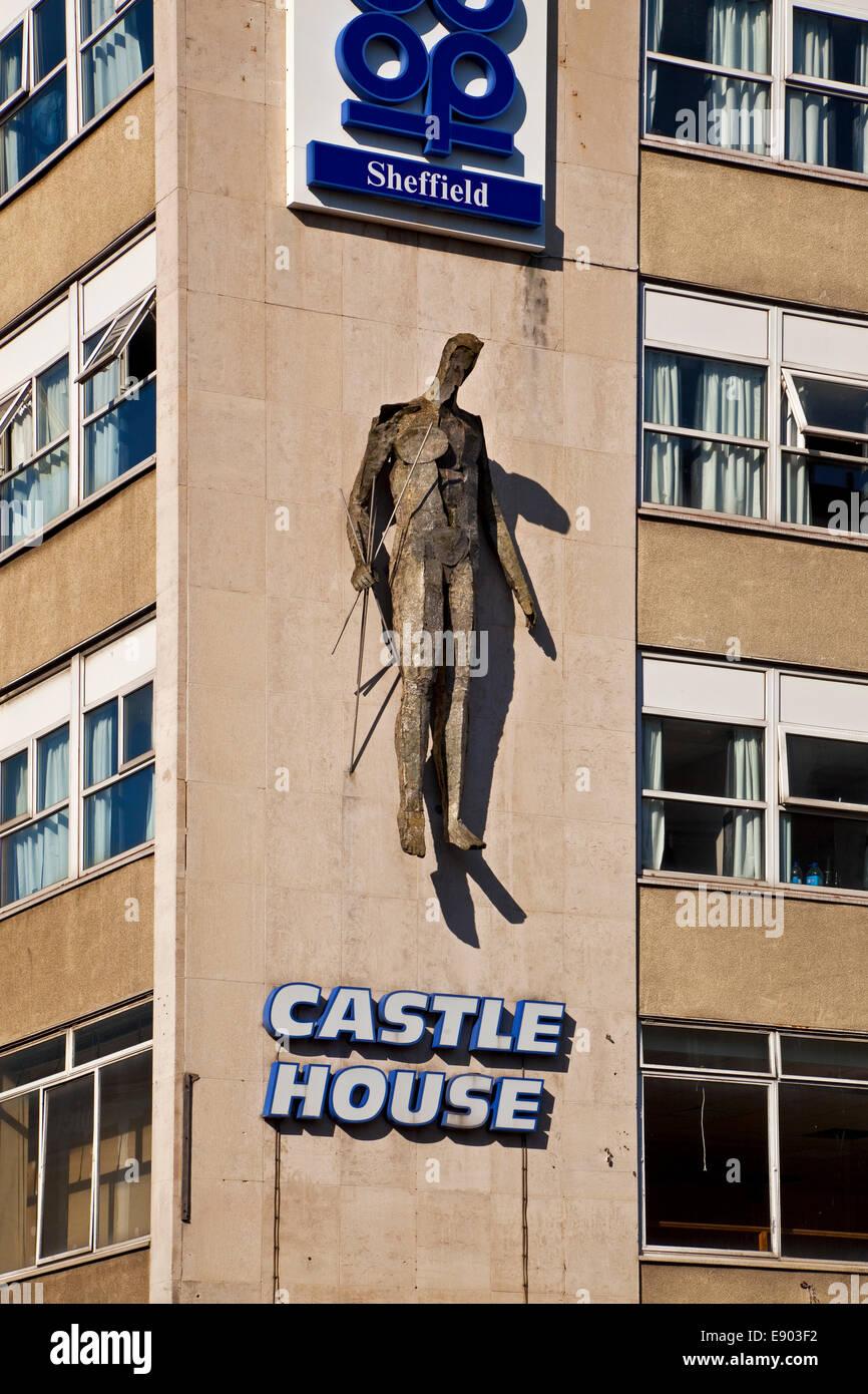 Vulcan sculpture sur le côté de la Sheffield South Yorkshire UK bâtiment Coop Banque D'Images