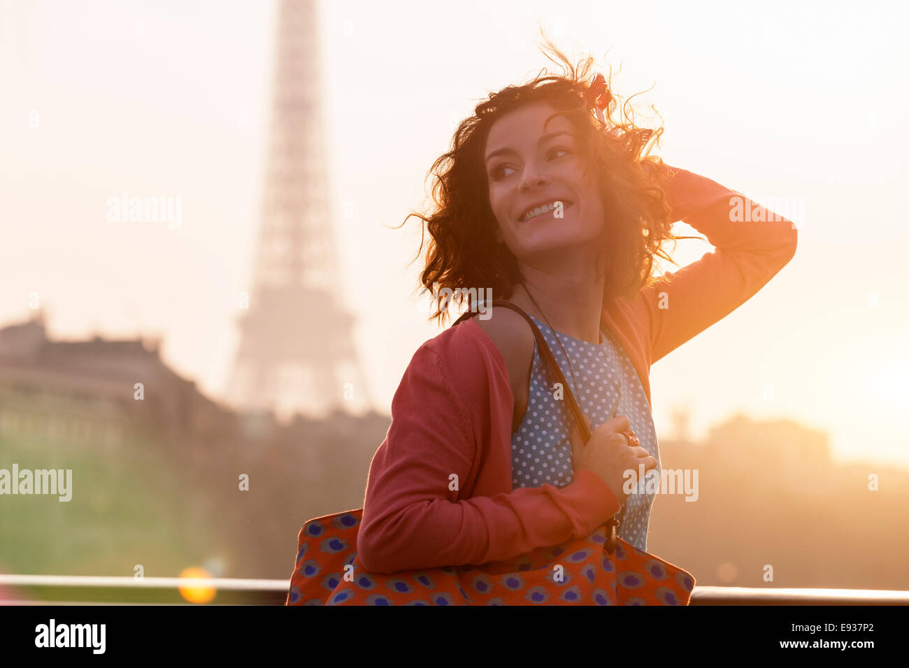Femme en visite à Paris Photo Stock