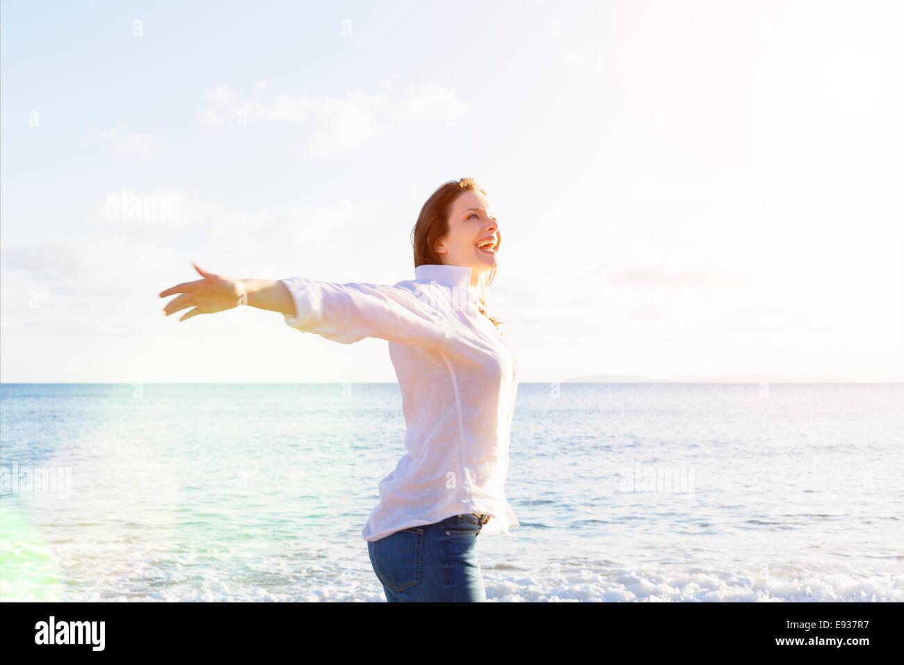 Portrait de femme sur la plage Photo Stock