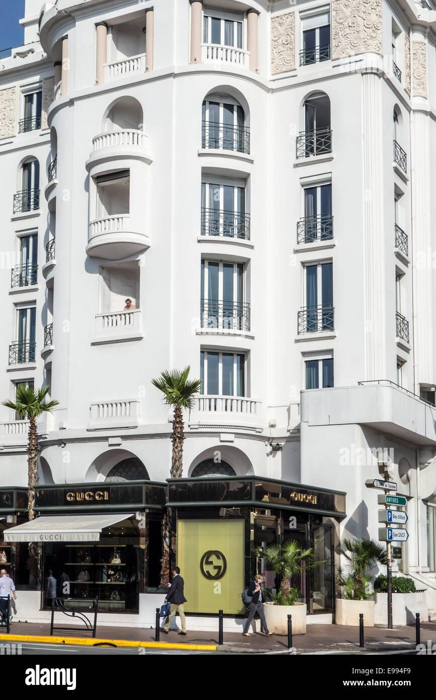Gucci store dans la ville de Cannes, Côte d Azur, Provence-Alpes-Côte  d Azur, Alpes-Maritimes, France 9244067464b