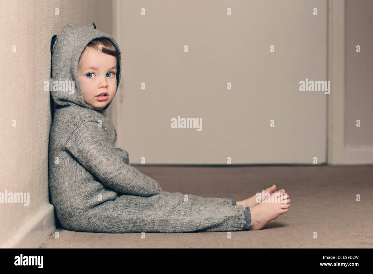 Cute Child dans Onesie Photo Stock