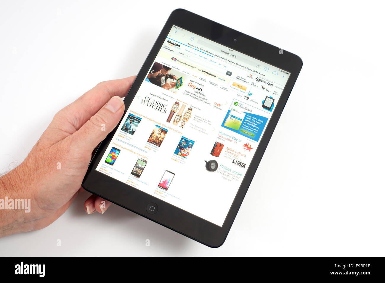 L'iPad mini avec shopping Amazon app sur écran Photo Stock