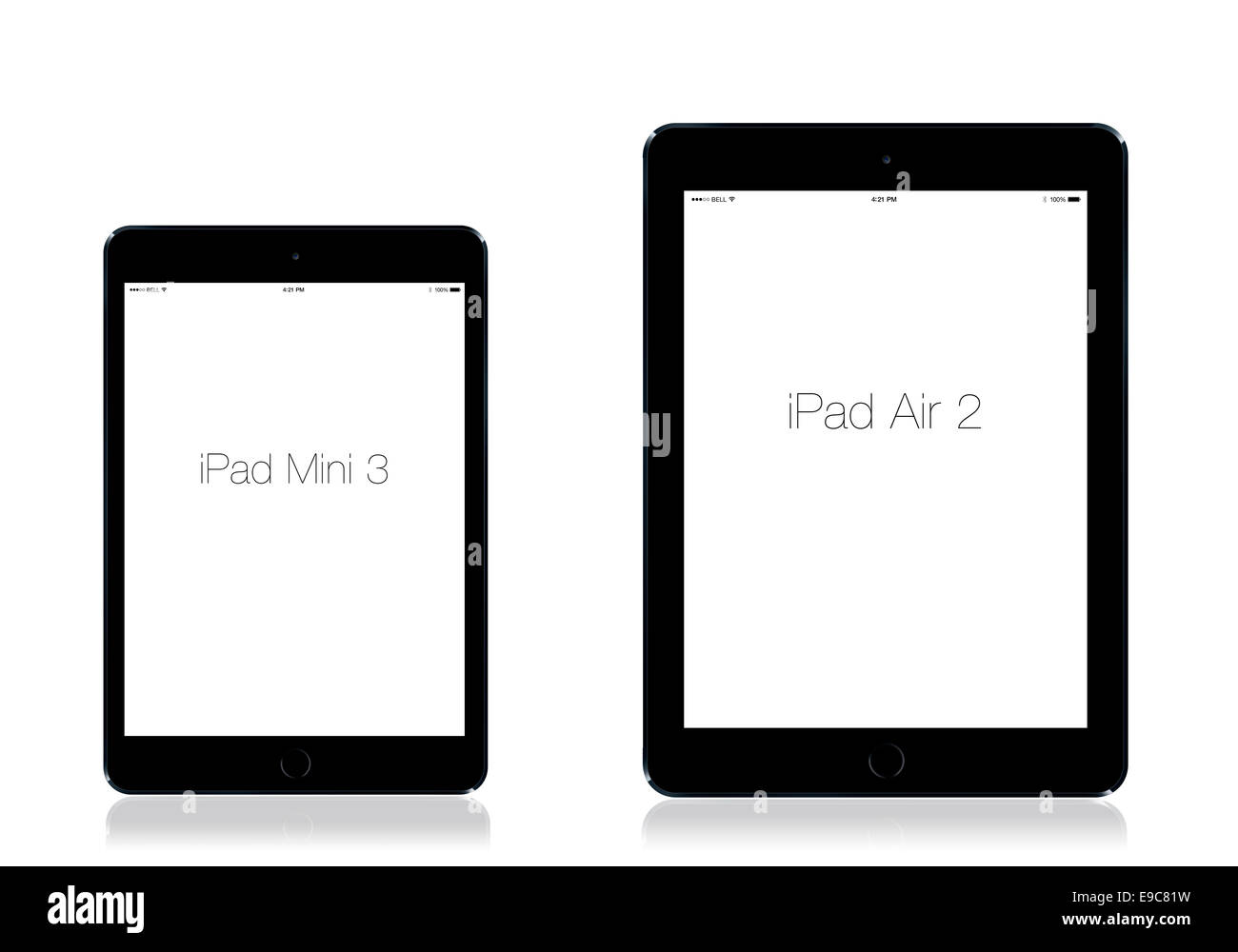 Tablettes iPad mini iPad 3 et 2 de l'air, fond blanc, gris de l'espace, la réflexion. Photo Stock