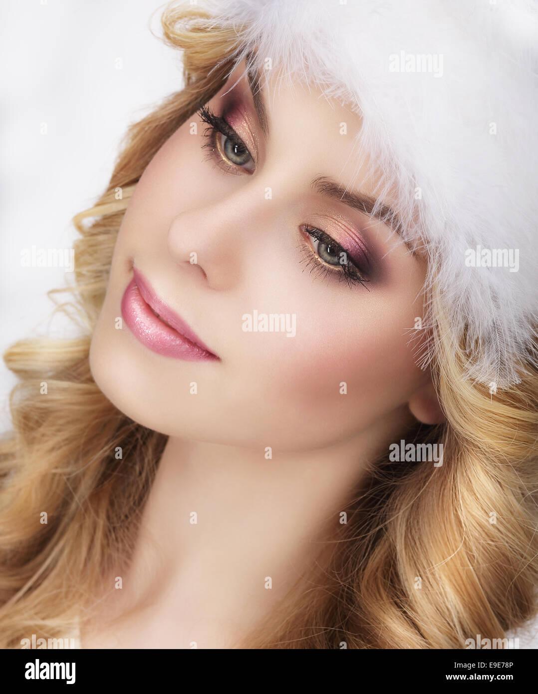 Jolie jeune femme rêveuse's Face Banque D'Images