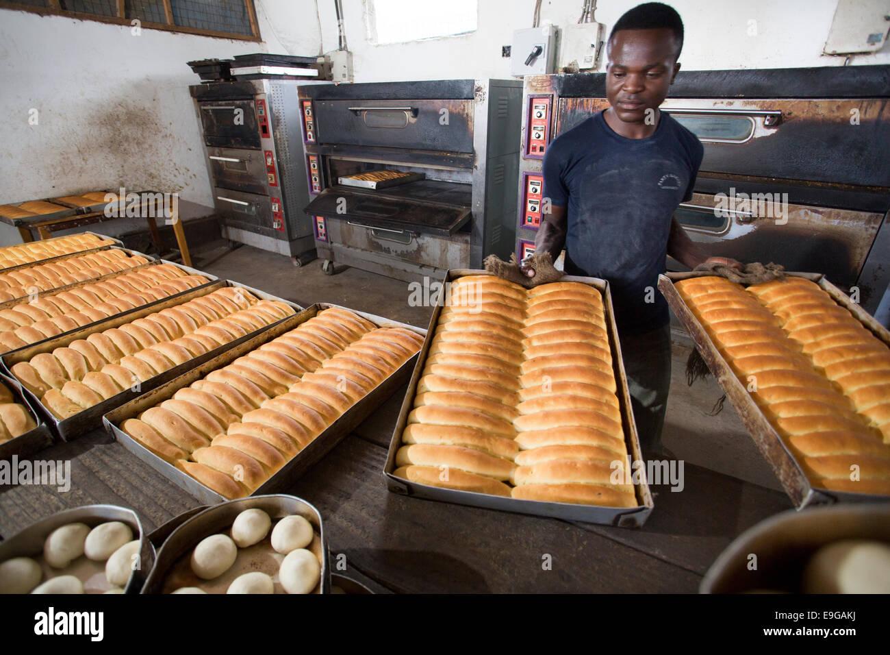 Boulangerie commerciale à Dar es Salaam, Tanzanie, Afrique de l'Est. Photo Stock