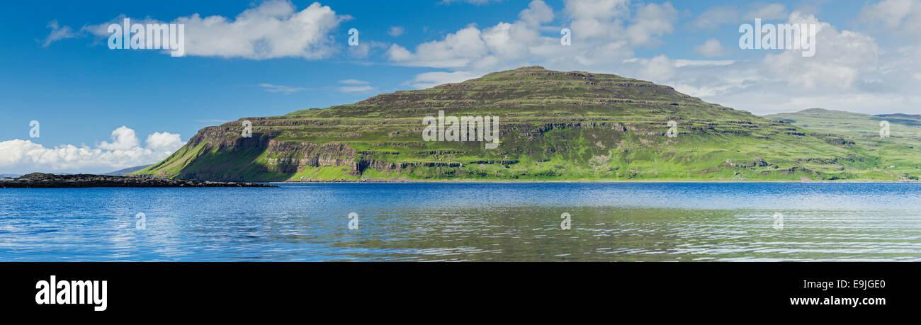 Les falaises de l'Ardmeanach Burgh, sur l'île de Mull, la côte ouest de l'Écosse (image Photo Stock
