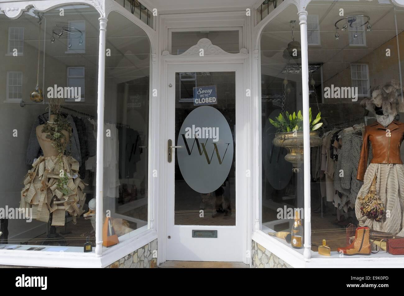 Désolés nous sommes signe clos sur un magasin porte england uk Photo Stock