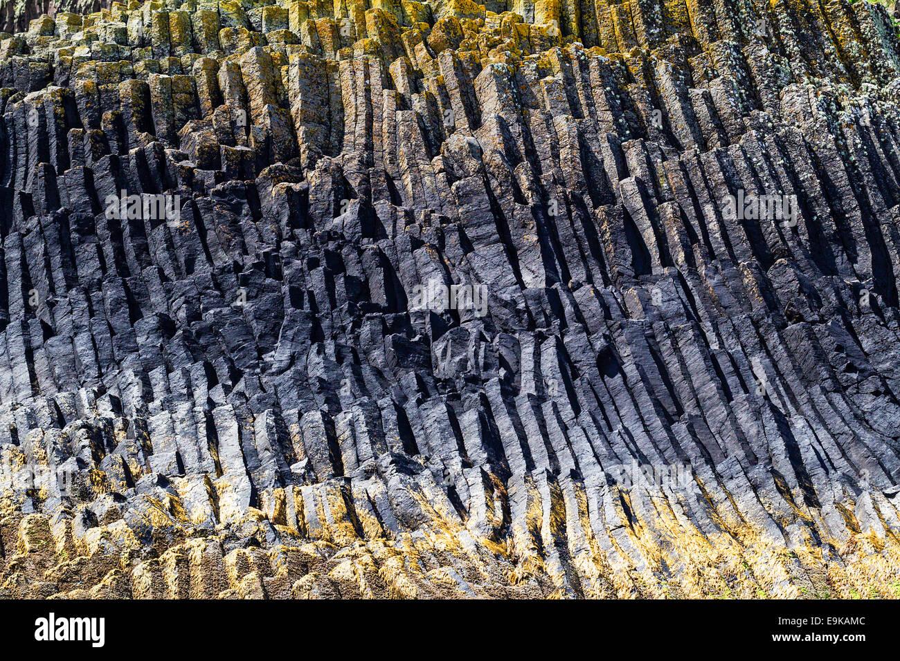 Formations des orgues basaltiques de l'île de Staffa dans l'intérieur Hebrdes, Ecosse Photo Stock