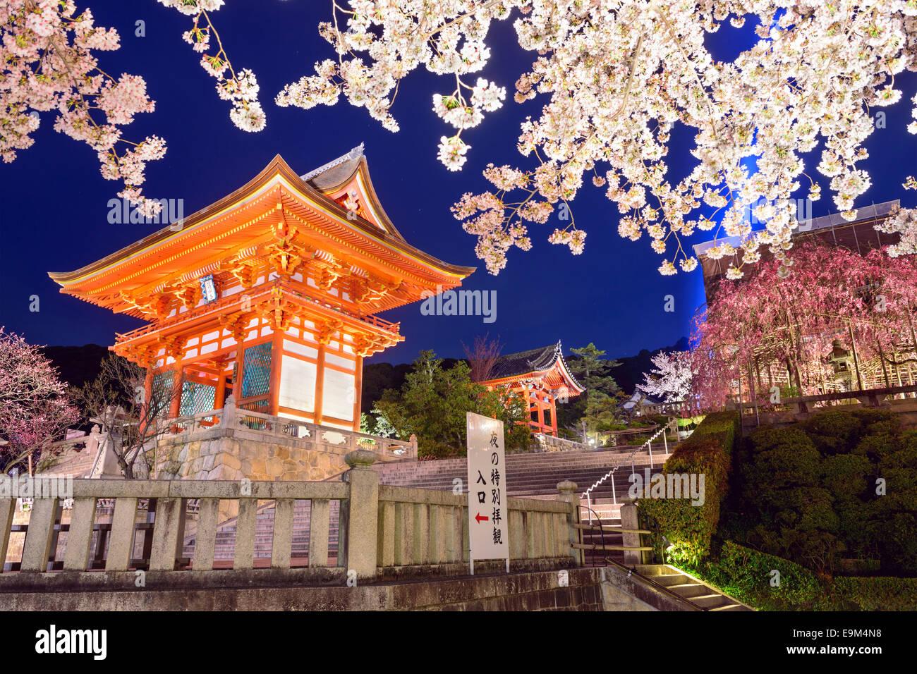Kyoto, au Japon, au Temple Kiyomizu-dera au printemps. Photo Stock