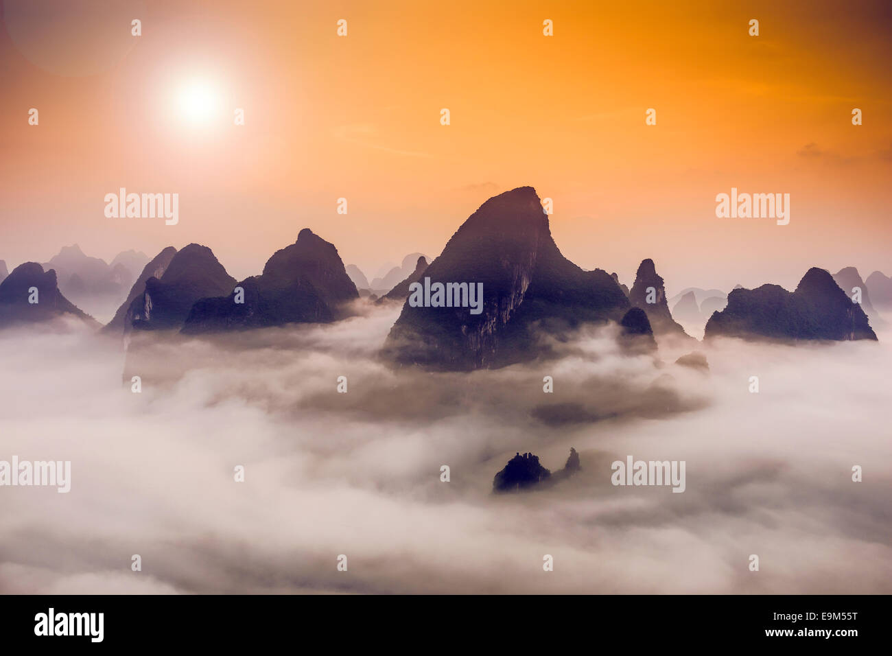 Montagnes karstiques de Xingping, Chine. Photo Stock
