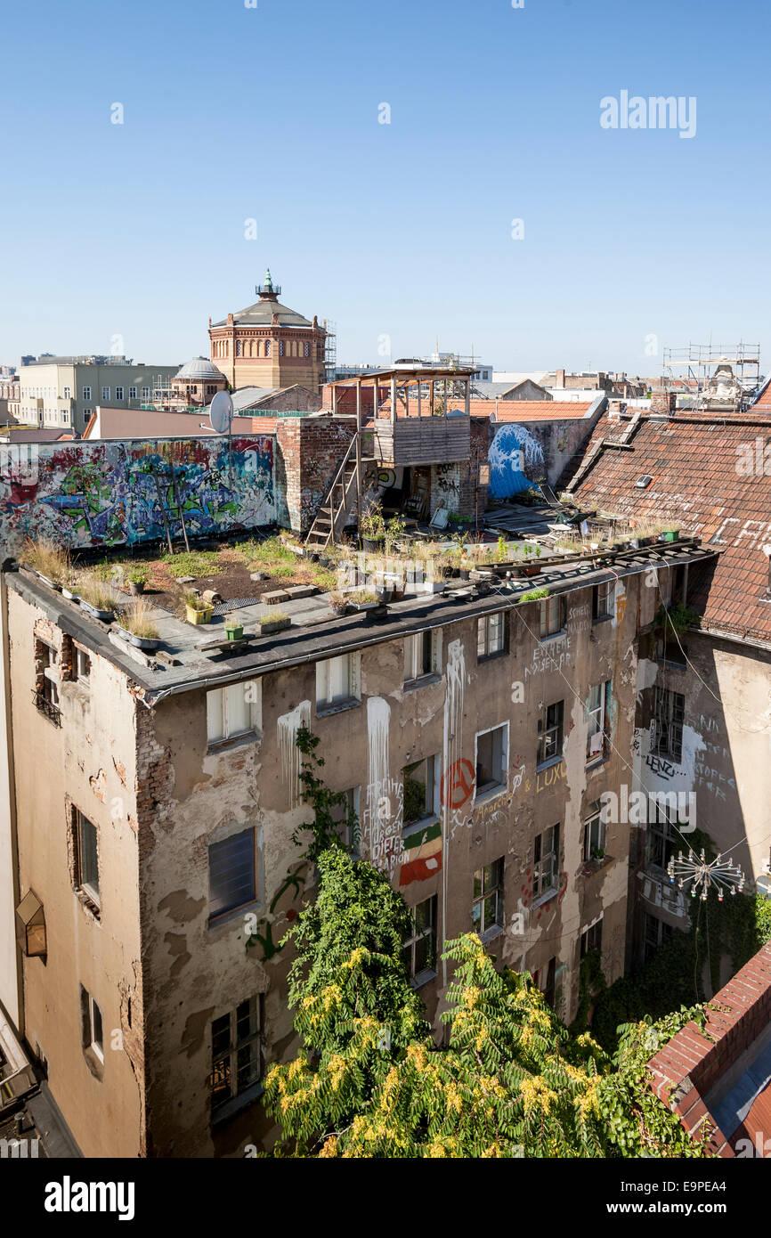 Terrasse sur le toit d'un squat entre, Berlin, Allemagne Photo Stock