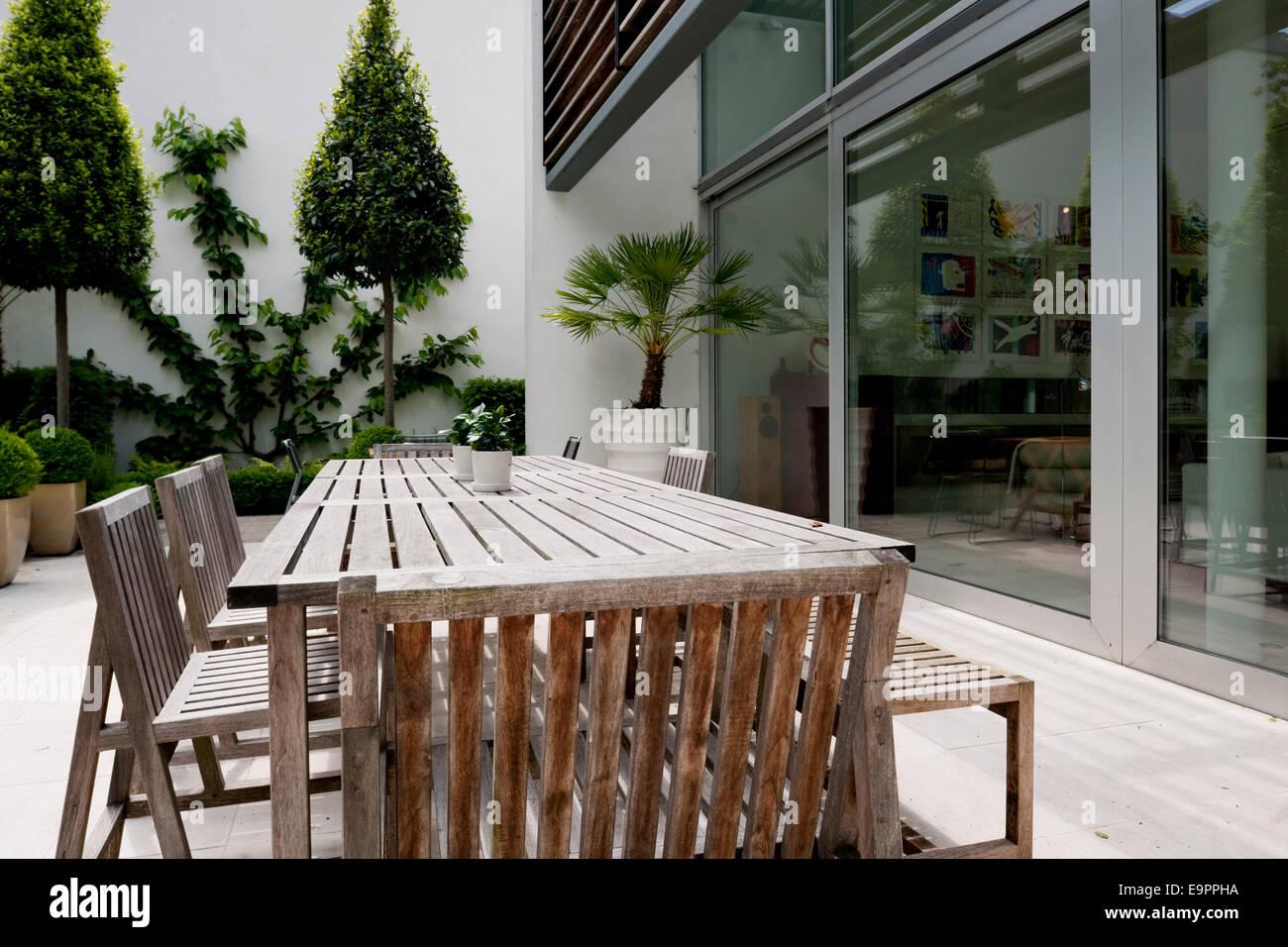 Salon de jardin sur la terrasse de la maison de verre, l\'allée River ...