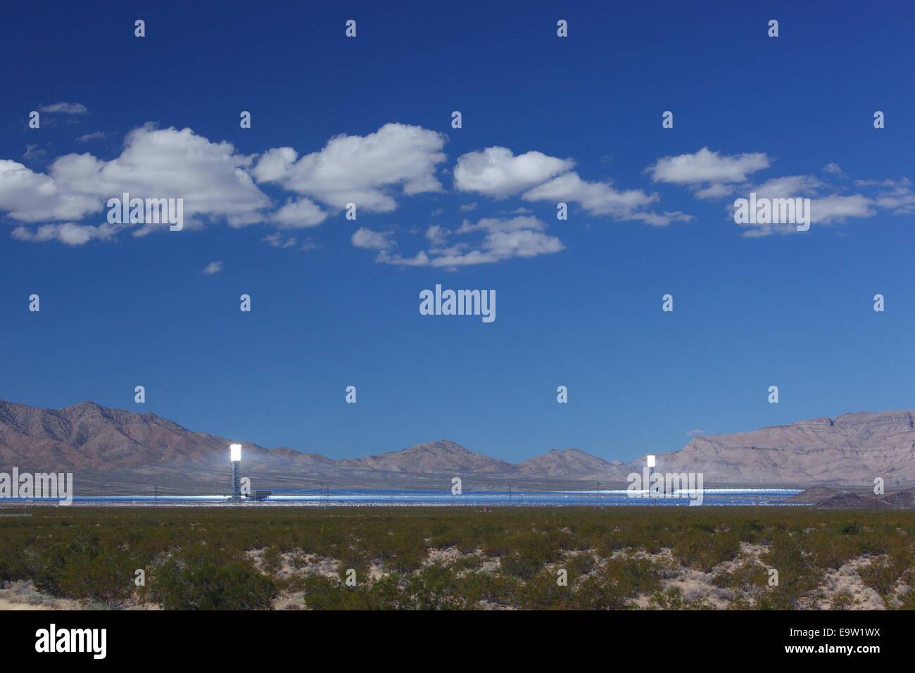 Projet d'énergie thermique solaire Ivanpah, près de Boulder City, California, USA Photo Stock