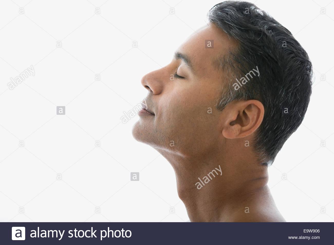 Homme avec tête en arrière et les yeux fermés Photo Stock