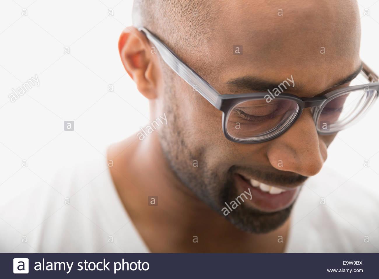 Close up of man dans les lunettes à la bas Photo Stock