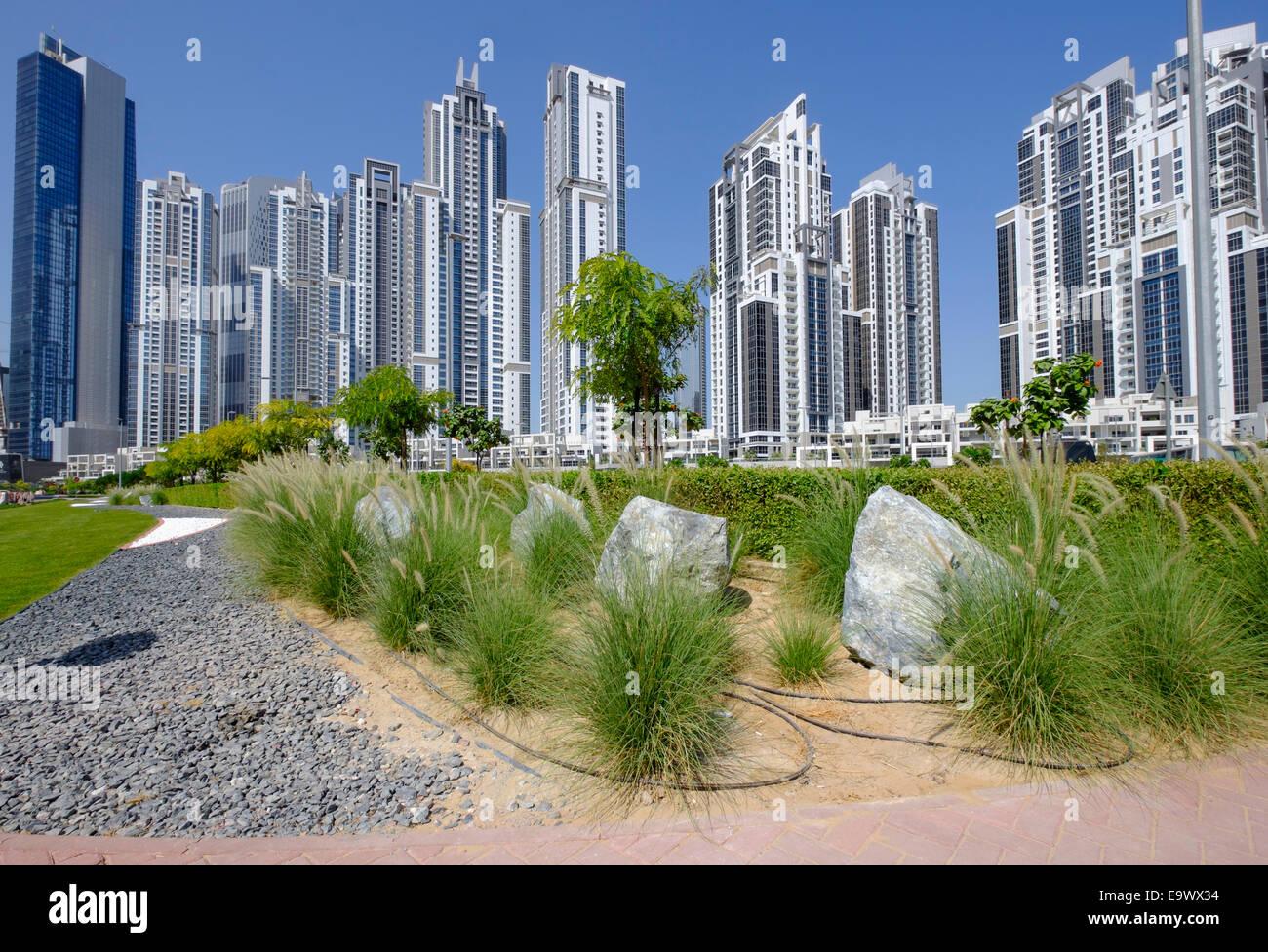 Aménagement moderne dans parc adjacent vacances tours à Bay Avenue development in Business Bay Dubai Emirats Photo Stock