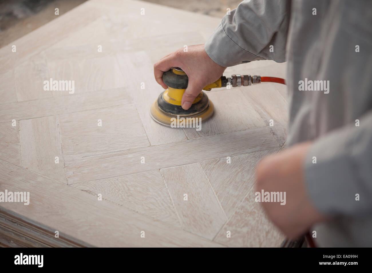 Lissage de surface charpentier la planche en bois en usine, Jiangsu, Chine Banque D'Images