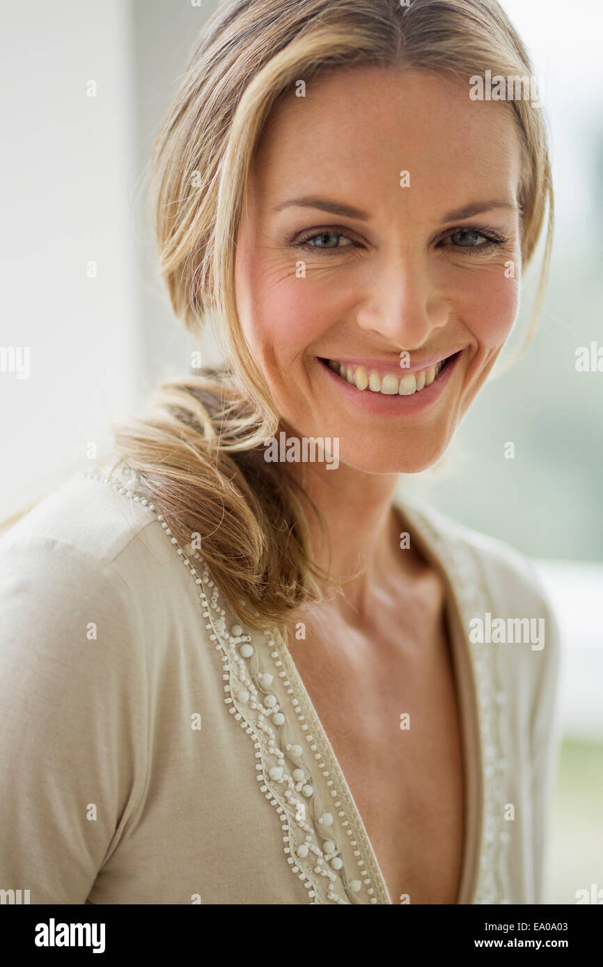 Blonde mature woman looking at camera, portrait Photo Stock